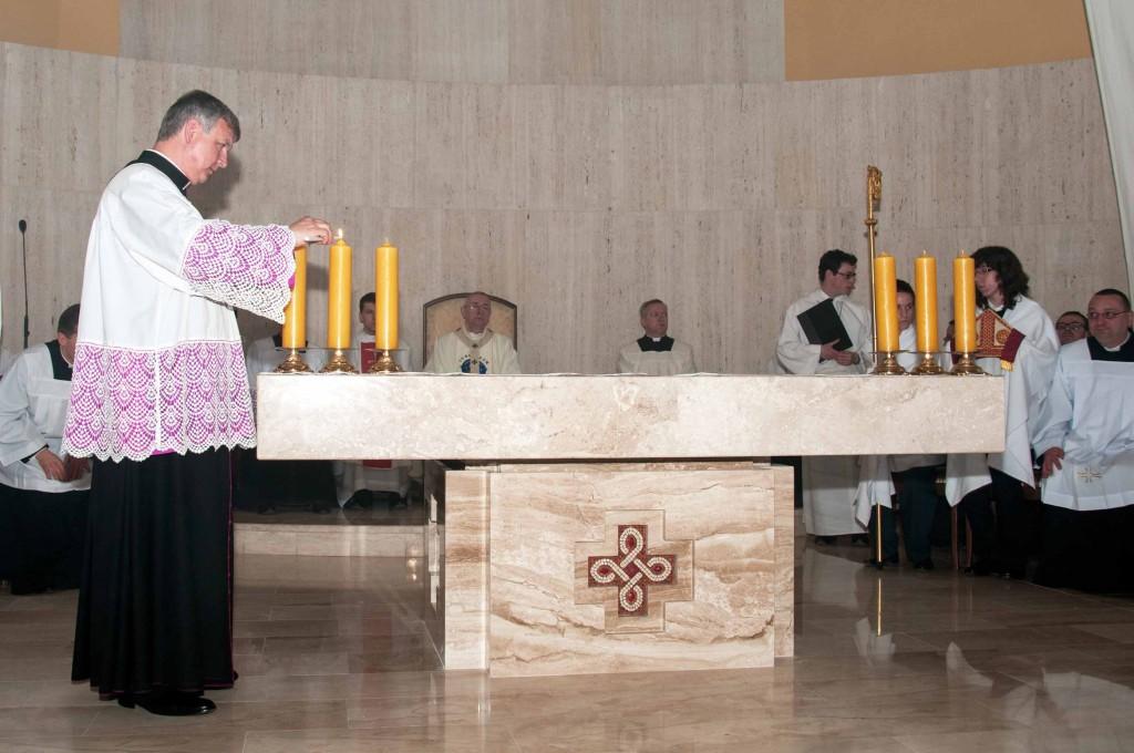 07920130419-Poświęcenie ołtarza, ambonki i tabernakulum
