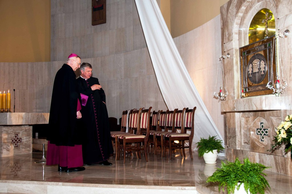 13520130419-Poświęcenie ołtarza, ambonki i tabernakulum